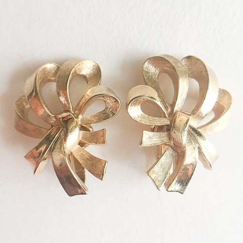 """Trifari"" gold ribbon earring[e-870]"