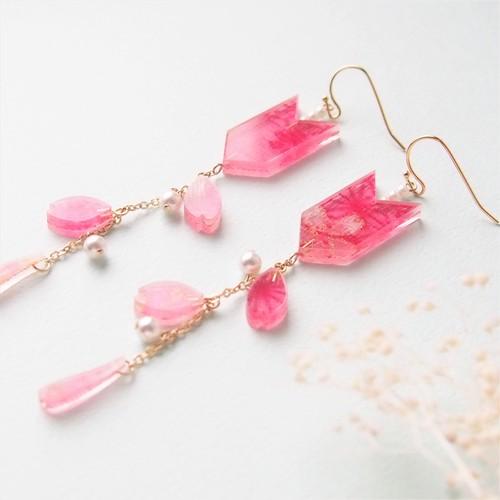 【桜色】桜の花びらと矢絣 イヤリング/ピアス 和柄布入り