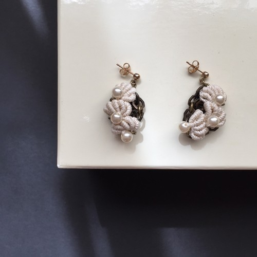 "Shell Motif EARRINGS ""S"""
