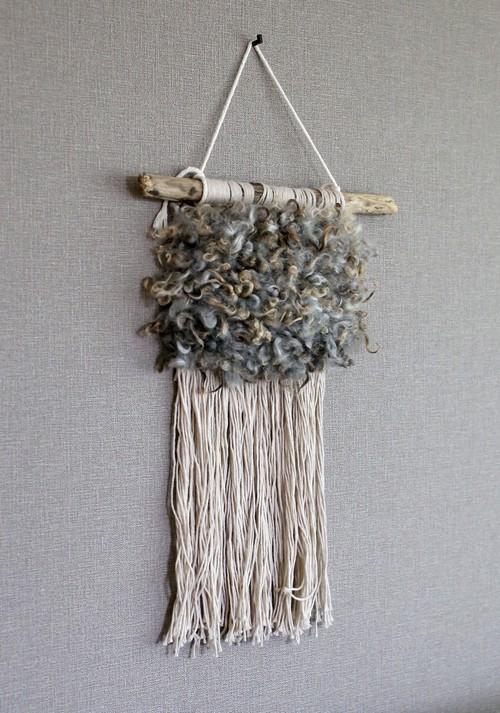 グレー羊毛のモコモコタペストリー