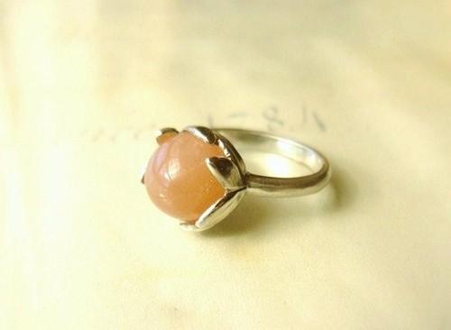 オレンジサンストーンとリーフの指輪