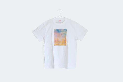 夕焼けと霧の世界を描いた、Tシャツ