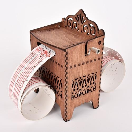木箱の手回しオルゴール(オルガニート)
