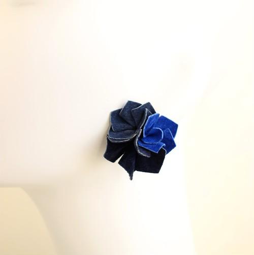 カットフラワーピアス・イヤリング〈インクブルー・インディゴ・ミッドナイトブルー〉