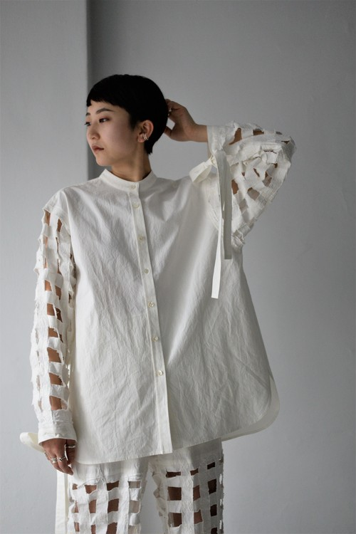 ERiKOKATORi / Tape embroidery shirt (white)