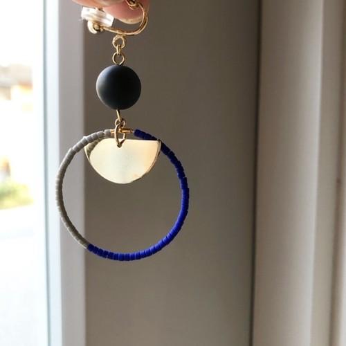 "cocoiro ""hoop×gold plate"" ピアス blue×gray"