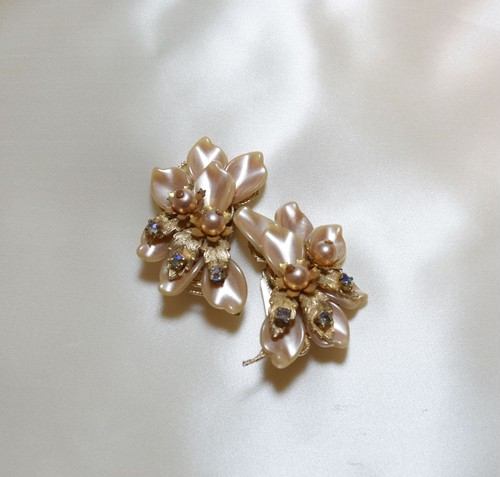 VINTAGE flower leaf motif earring