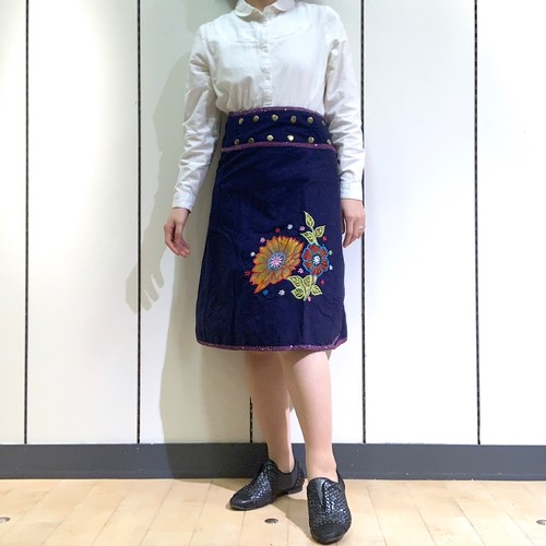 emcn-002 刺繍スナップスカート 紺・紫