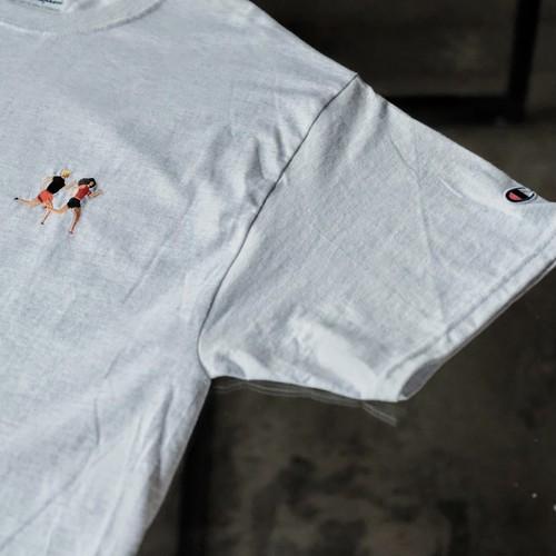 【modem design】チャンピオンボディ ランナー刺繍 Tee
