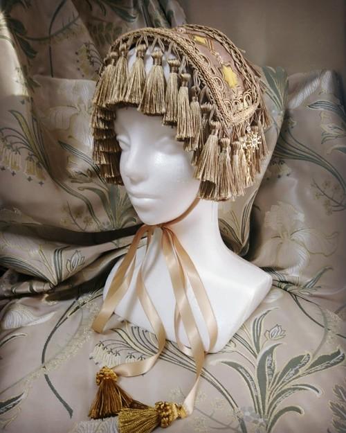"""""""Stellae aulaea"""" minori's hand-made headdress"""