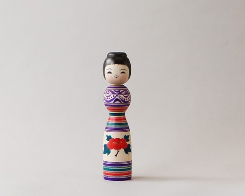 津軽系伝統こけし本人型 -6 | 阿保こけしや 阿保正文工人  / Tsugaru kokeshi- 6, purple, traditional style wooden kokeshi -black, made by Masafumi Abo, Japanese kokeshi doll