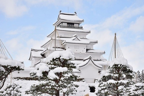 【Daily operated bus tour】Beautiful snow-covered Aizu town famous for the Tsuruga castle and Ouchijuku: historical motel district.
