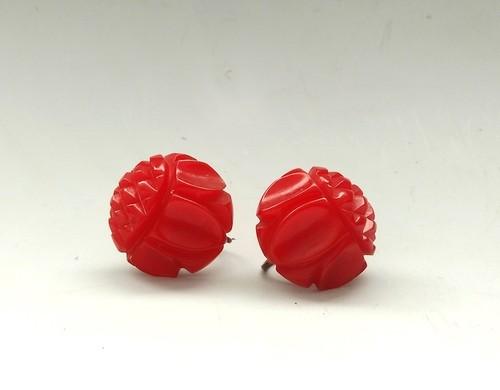 ベークライト イヤリング(赤い丸に彫り)