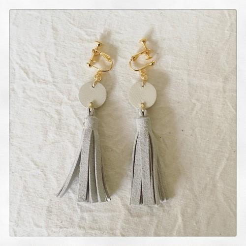 tassel-earring / ivory