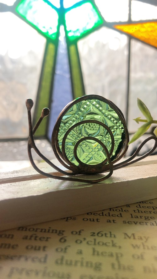 薄い緑色のバラ柄ガラスのカタツムリさん♡インテリア