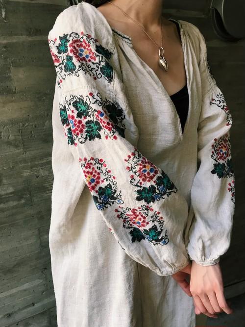 Vintage Ukraina line floral embroidery line dress ( ヴィンテージ ウクライナ 花柄 刺繍 リネン ワンピース )