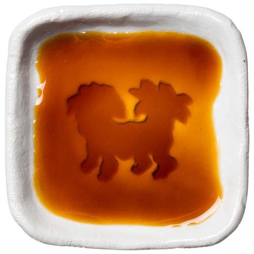 シーズーのシルエットが浮かぶお醤油小皿(四角)