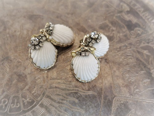 vintage earrings white shell <ER-shwht>