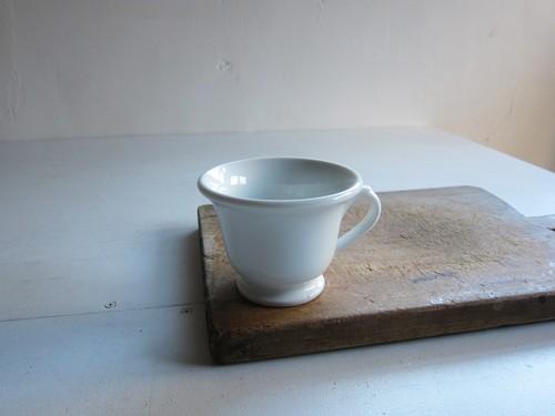 白磁のショコラカップ