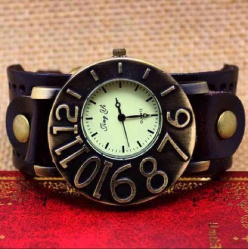 機械仕掛けの満月腕時計