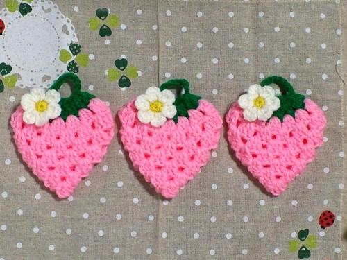 イチゴのアクリルたわし/ピンク