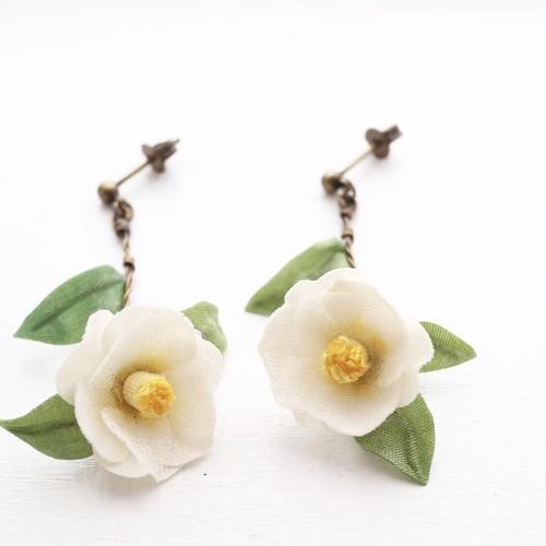 香りを纏うアクセサリー-白椿