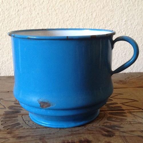 アンティーク ブルーのホーロー 穴あきカップ直径13センチ