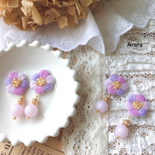手刺繍のお花(薄紫)ピアス・イヤリング