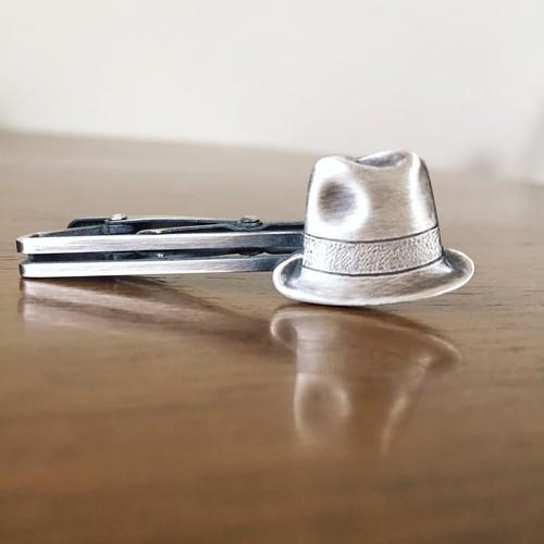 帽子のネクタイピン