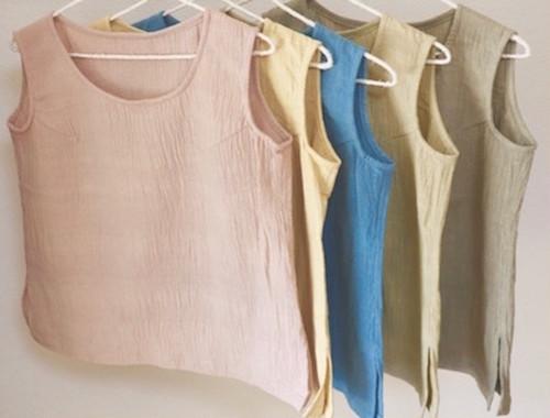 薬草染めノースリーブトップス 手紡ぎ手織りカディ オーガニックコットン100%