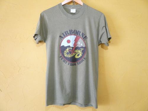 USビンテージ 1982年 シングルステッチ AIRBONE 空挺部隊 Tシャツ カーキグリーン/ミリタリー 軍物 OLD 80s