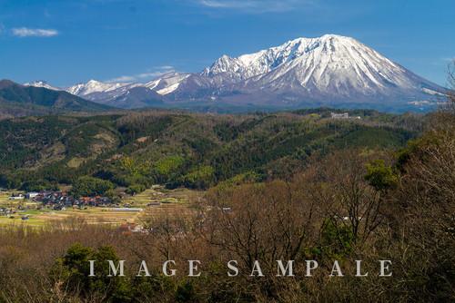壺瓶山より大山を望む