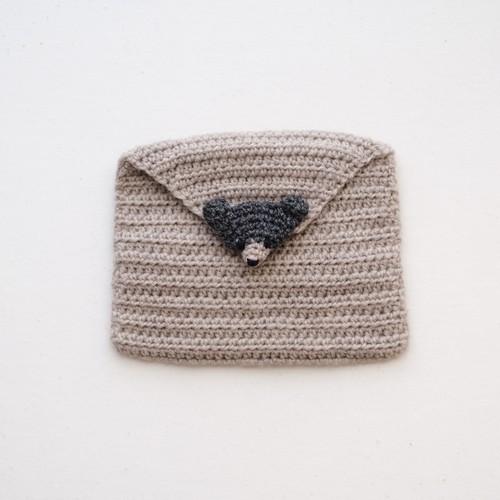かぎ針編みのティッシュケース・チャコールグレーのくま(ミルクティ)