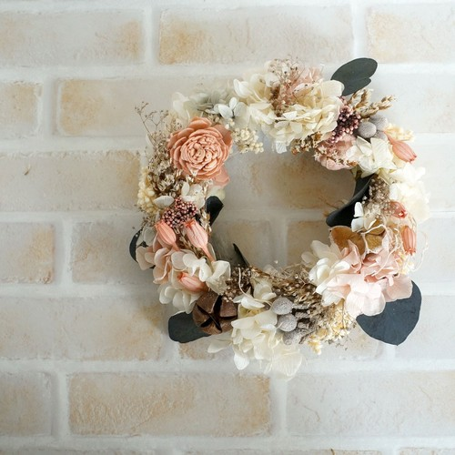 白い紫陽花とフローレンティナのリース