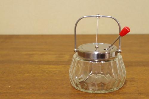 レトロポップ 赤いスプーン付き ガラスのシュガーポット コーヒー 砂糖入れ 珈琲用品 昭和レトロ 古道具