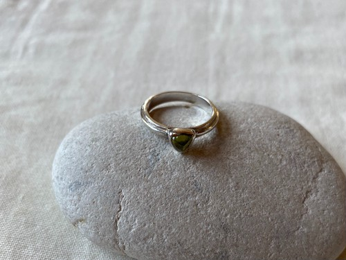 <vintage silver925>peridot triangle ring