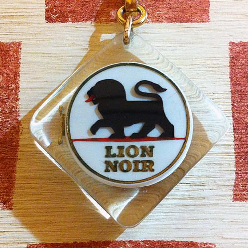 フランス LION NOIR[ライオン ノアール] 靴クリームメーカー広告ノベルティ ブラックライオン缶ブルボンキーホルダー