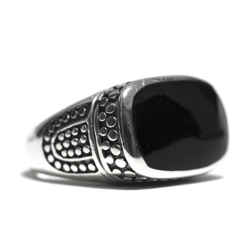 Vintage Sterling Silver Thailand Onyx Signet Ring