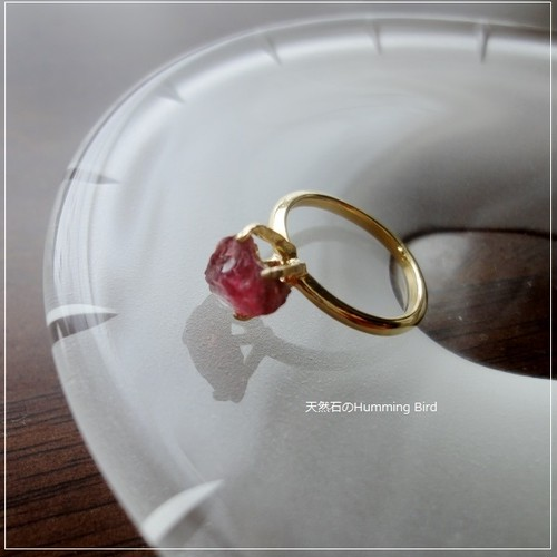 天然石の指輪◆レッドトルマリン 不定形 未研磨 ラフタンブルチップ◆たて爪仕立て 9号