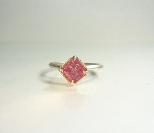 スクエアカットのピンクトルマリンの指輪