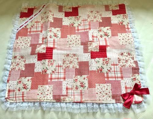 フリフリカフェマット(Sサイズ、赤ピンク系小花柄)