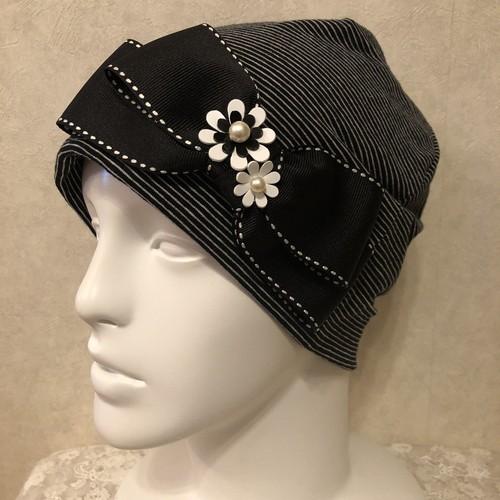 おリボンとお花のケア帽子 黒白ボーダー