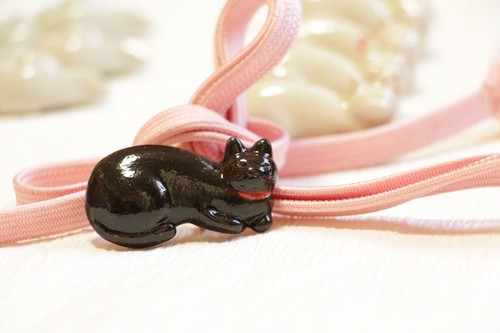 【sold out】猫の帯留・赤い首輪の黒猫