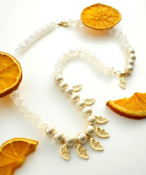 オレンジボリュームネックレス