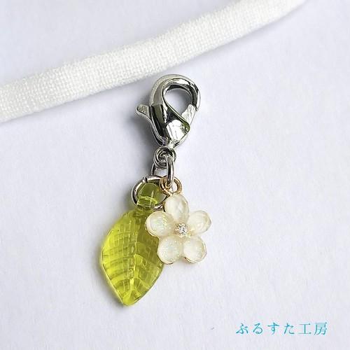 小花のマスクチャーム(白)