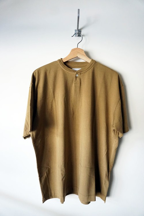 Suvin Cotton Henley Neck T-shirt [ Camel ]