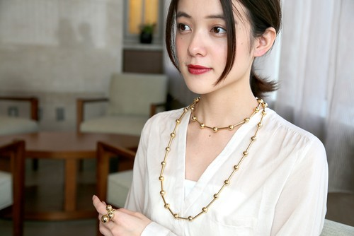 Metallic necklace long