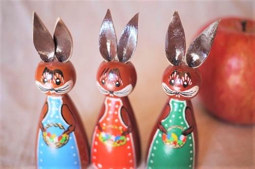 3匹うさぎ 木と革の人形 ハンドペイントエルツ ザクセン