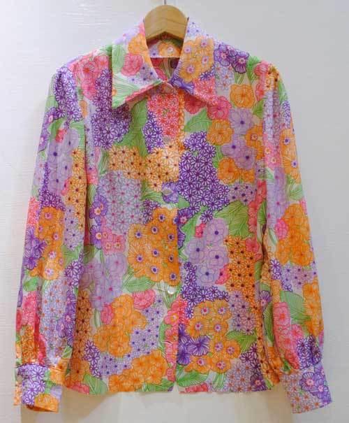 M~XLサイズ【アメリカ製古着】1970年代ヴィンテージ◆カラフルポップな花柄◆トップス