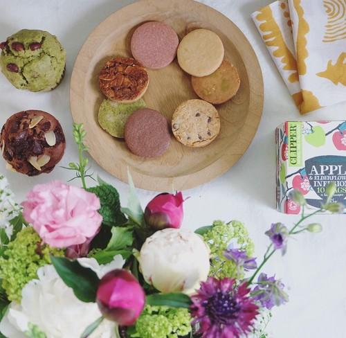 母の日の贈り物 花束とクッキーとマフィンのもりもりset